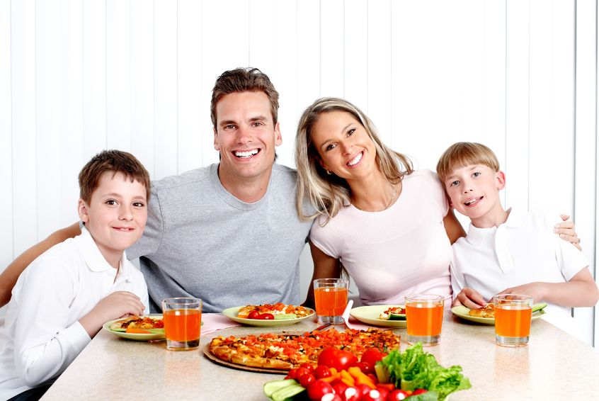 Eating together won't make your family look this pretty. But it will give you some pretty sweet benefits.