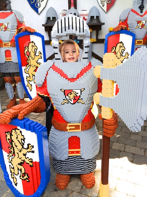 legoland knight pose